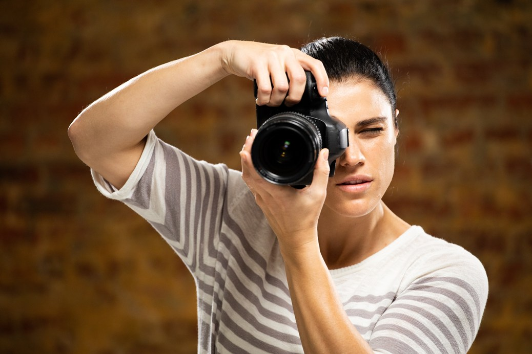 caucasian-female-photographer-2wuhng6